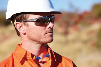 5 signs you should replace your safety glasses